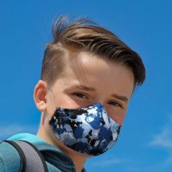 sininen kuviomaski pojalla