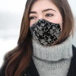 huurrekuvio maski naisella